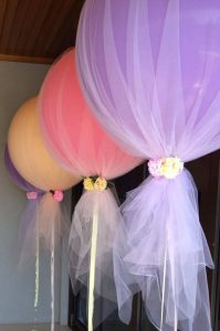 baby shower balloons with tulle