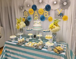 Tons of ideas for baby shower decorations for boys baby for Baby clothesline decoration baby shower